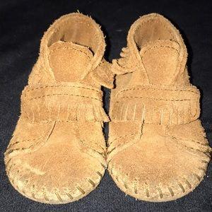 Minnetonka Mocassins Baby size 3 Velcro strap